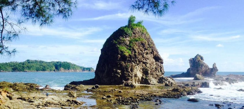 Pantai Watu Lumbung